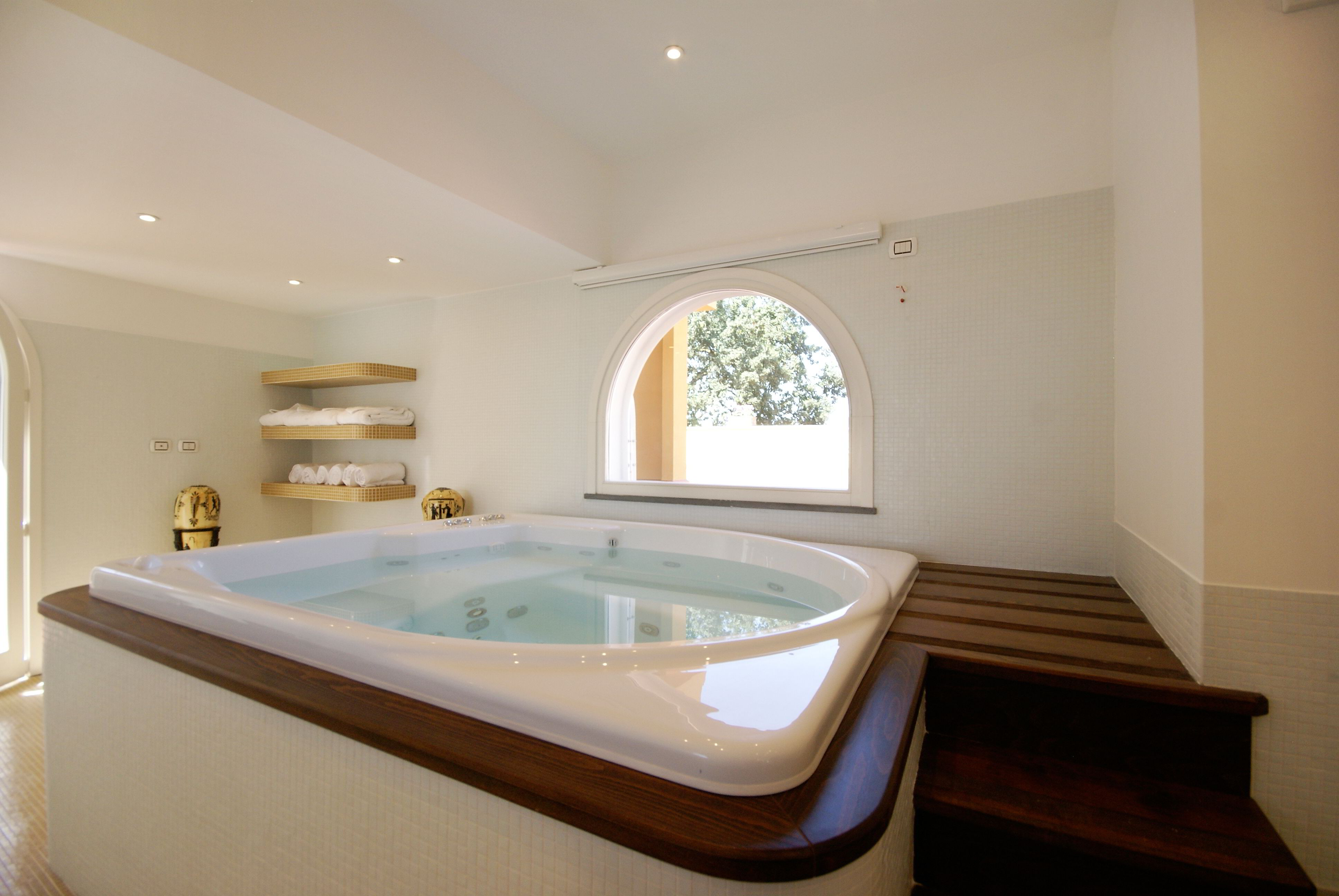 10 - Villa Terranova - Jacuzzi - Luxury Home Rentals in Miami, Aspen ...